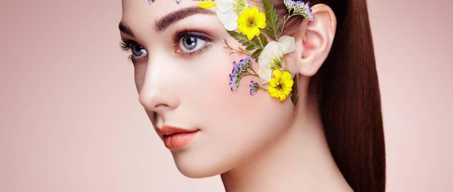 摄图网_300641297_wx_用花装饰的美丽女人的脸完美的妆容美容时尚睫毛化妆品眼影(非企业商用).jpg